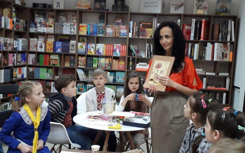 Українське подвір'я провели майстер-клас з малюнку кавою разом з Книгарнею-кав'ярнею Видавництва Старого Лева.