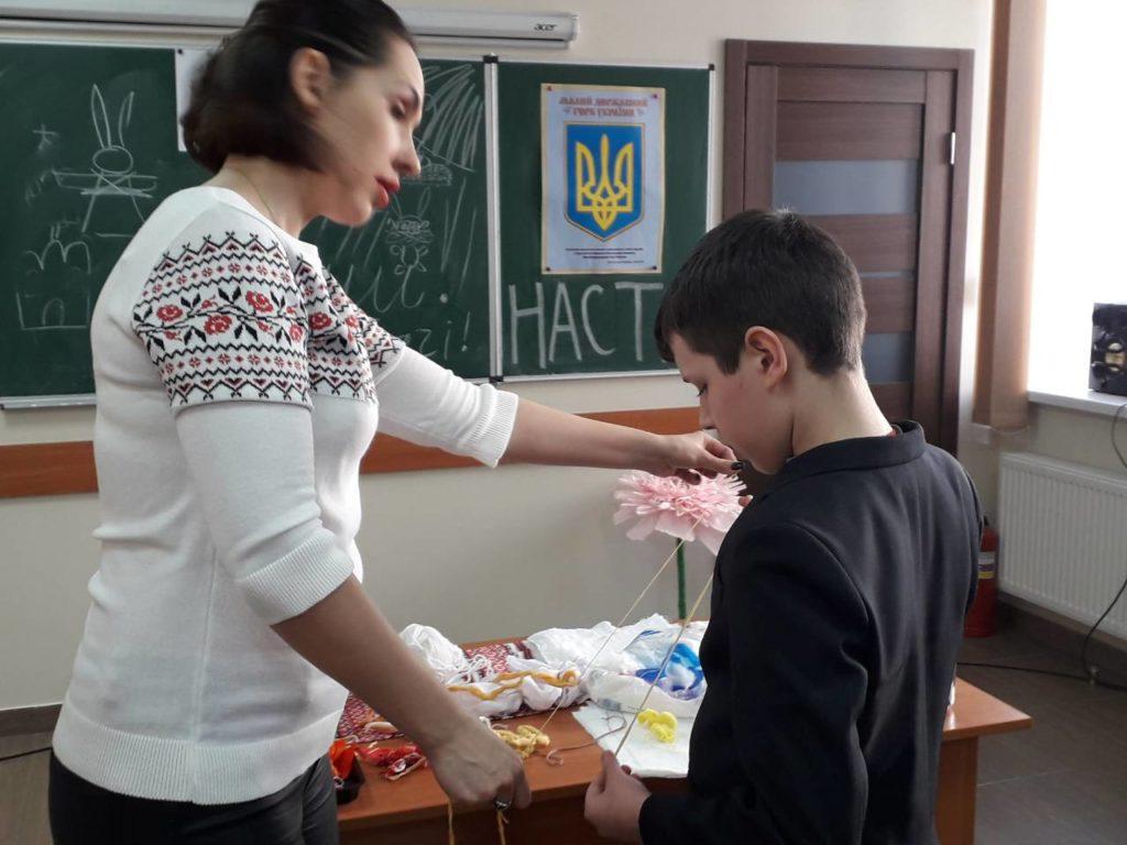 Українське подвір'я готуeться до благодійного ярмарку.