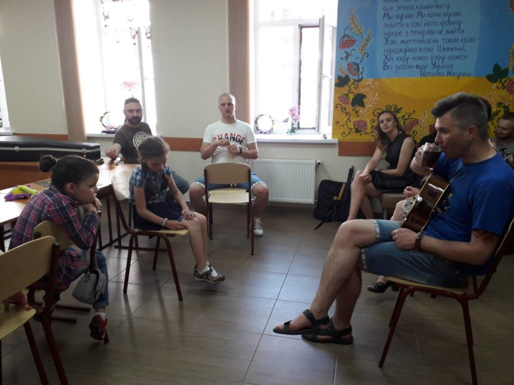 Гурт ''ТаруТа'' на Українському подвір'ї