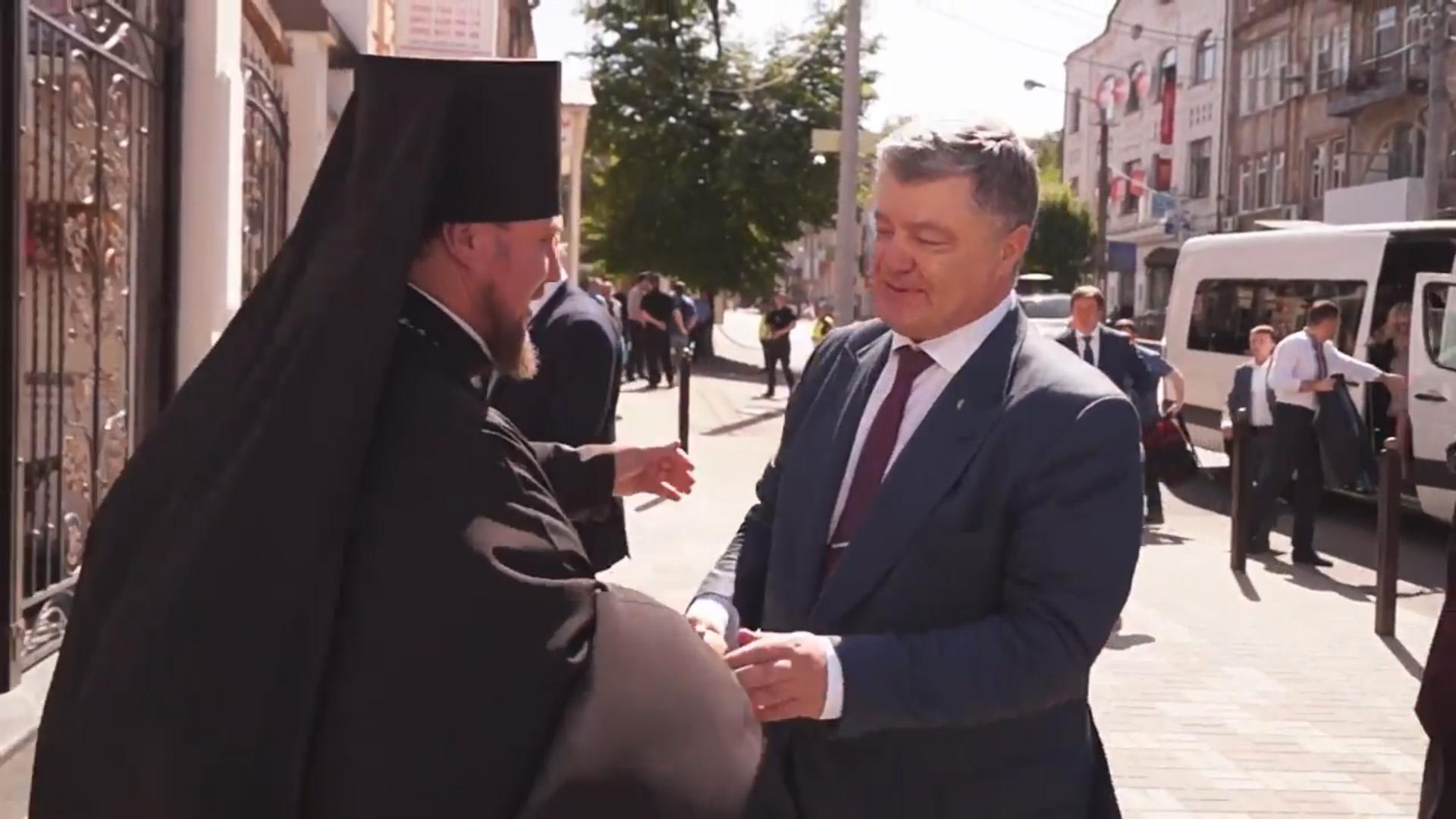 Президент України Петро Порошенко завітав до Дніпровської Eпархії УПЦ КП