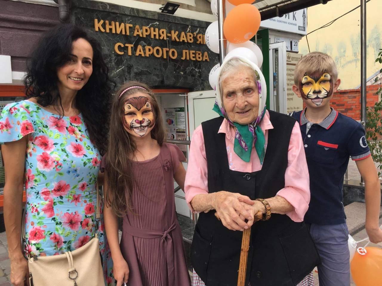 Як Українське подвір'я вітало Книгарню Видавництва Старого Лева
