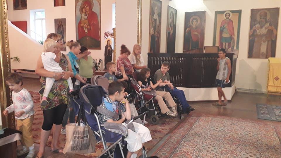 Молитва з дітьми з інвалідністю в храмі Петра і Павла