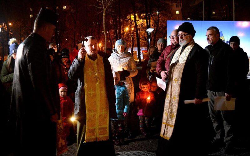 Діти Українського подвір'я вшанували пам'ять загиблих воїнів у Дебальцево
